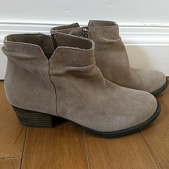 98cf111f9c1d Jessica Simpson Shoes - Jessica Simpson taupe ankle boots